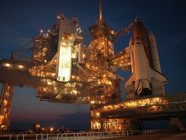 High tech : Le vol spatial, la conquête de l'espace